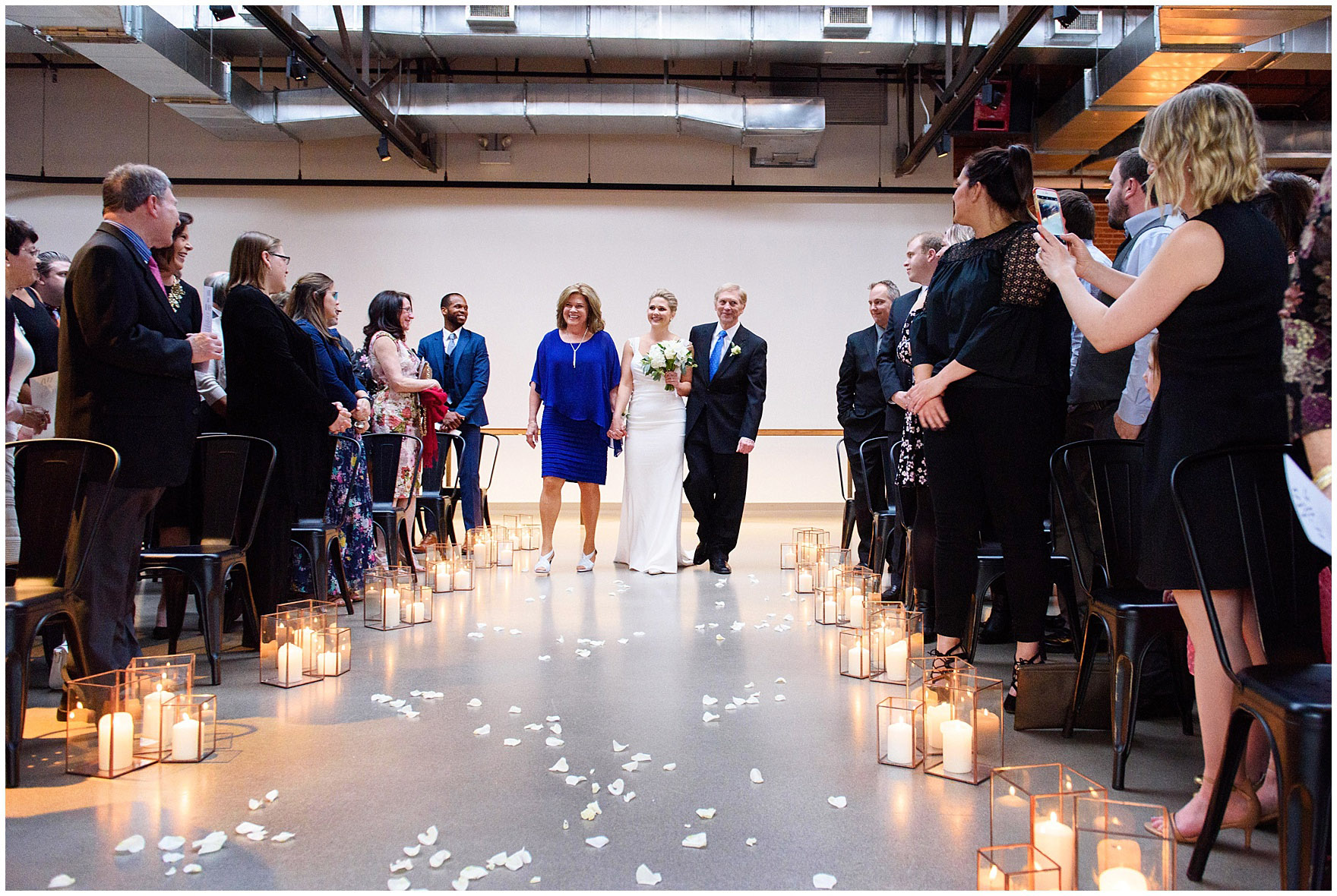 The bride walks down the aisle at an Ovation Chicago wedding.