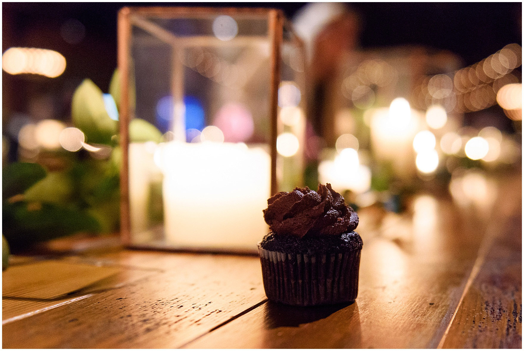 Guests enjoyed Molly's Cupcakes at an Ovation Chicago wedding.