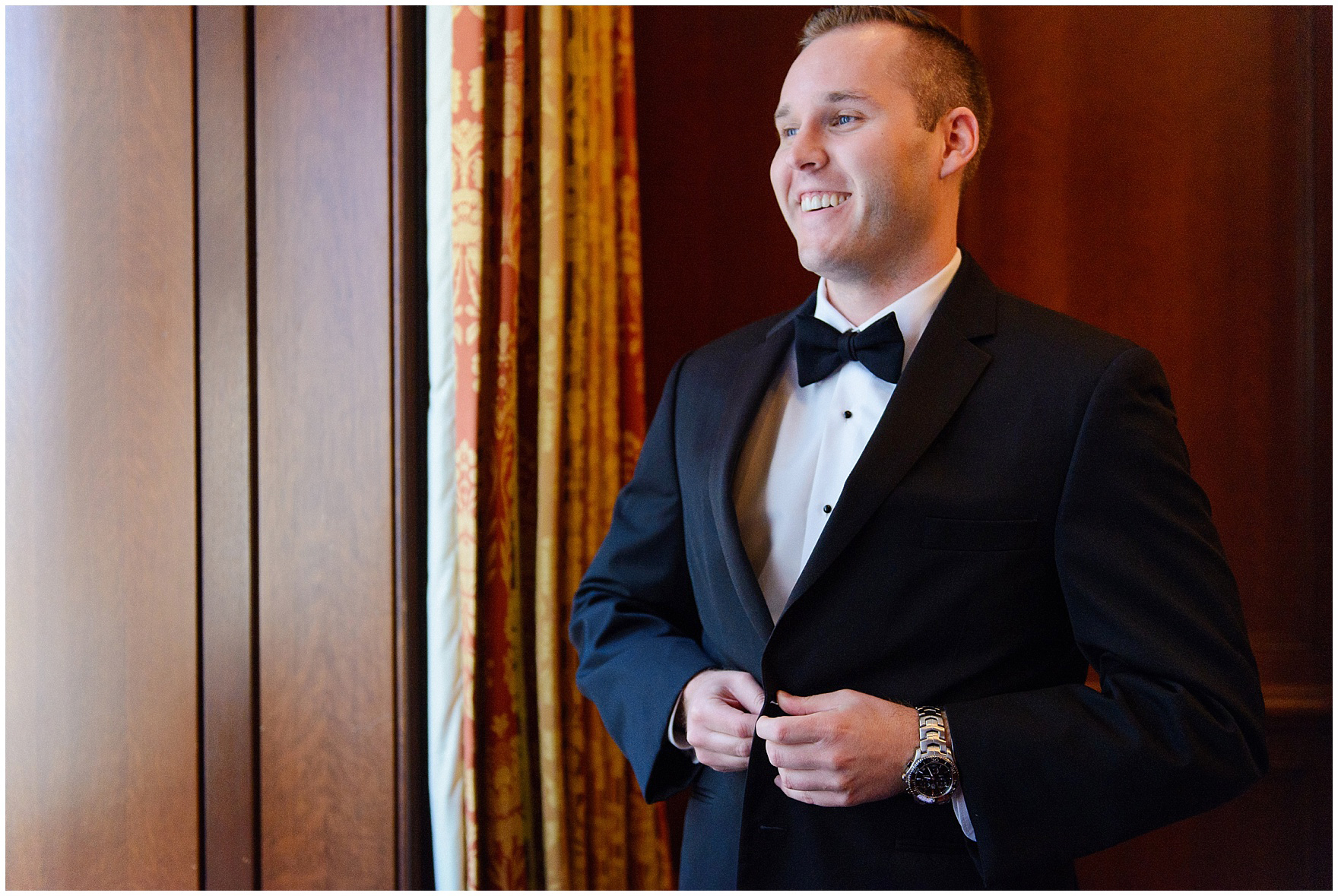 A groom gets ready for a University Club of Chicago wedding.