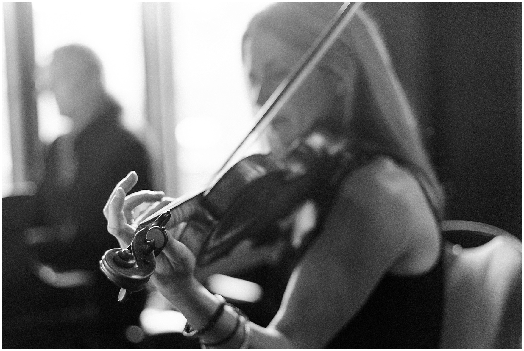 A violinist plays for a University Club of Chicago wedding.