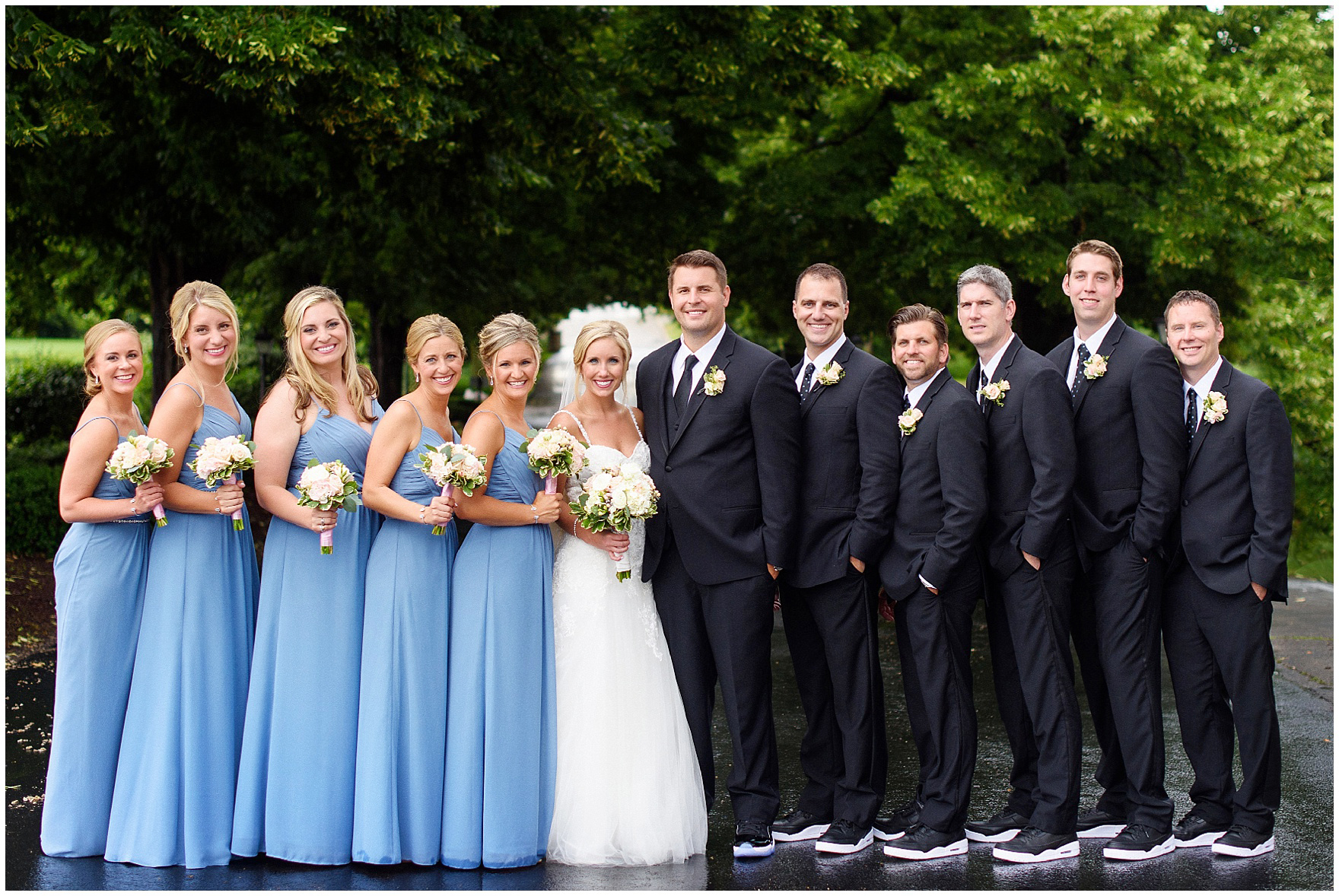 A bridal party poses at an Itasca Country Club Illinois wedding.