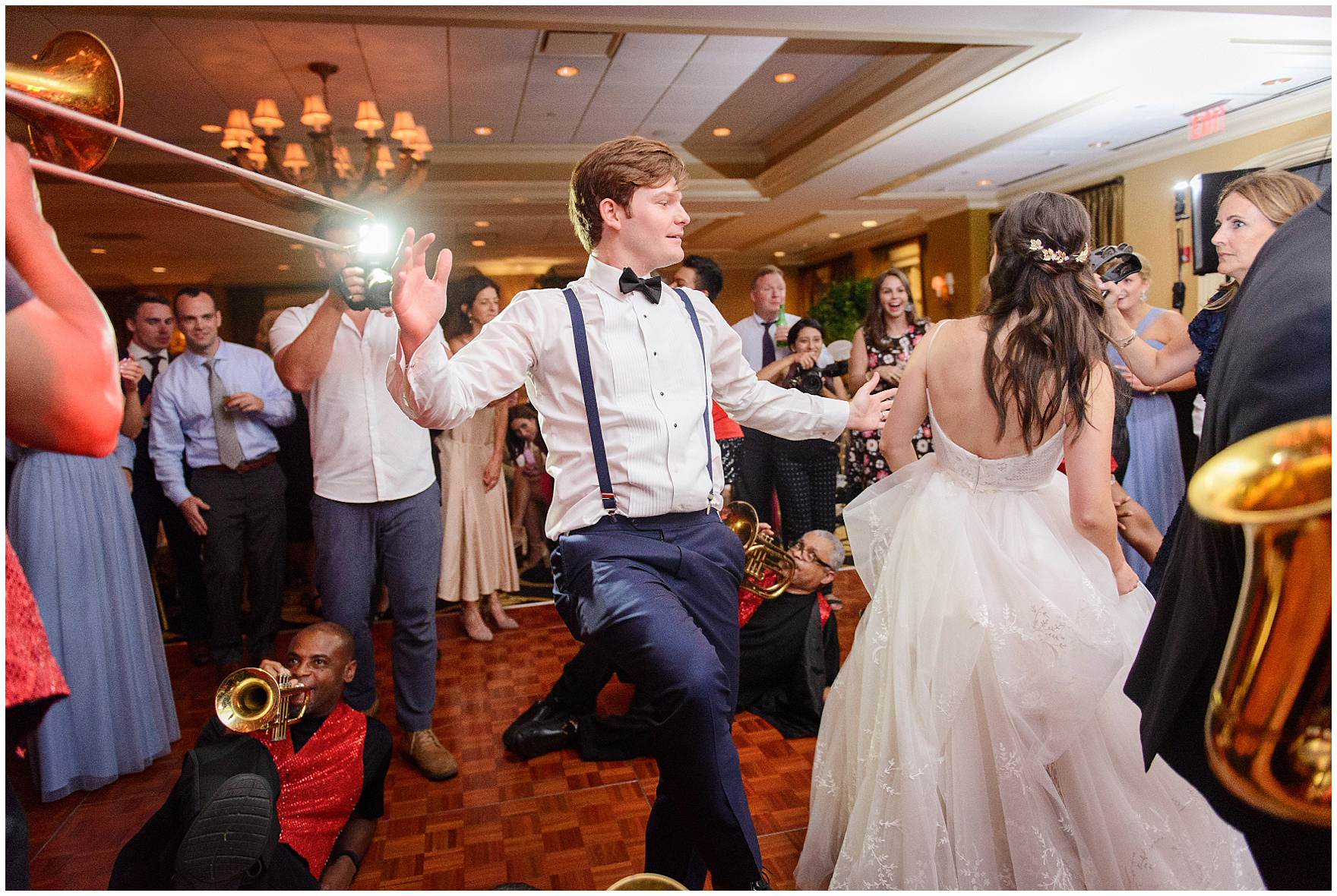 Guests dance to the music of the Gentlemen of Leisure band at a Butterfield Country Club wedding.