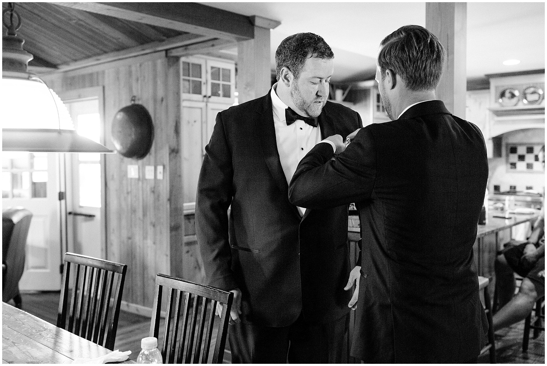 The groom gets ready before a Glen Club Glenview Illinois wedding.