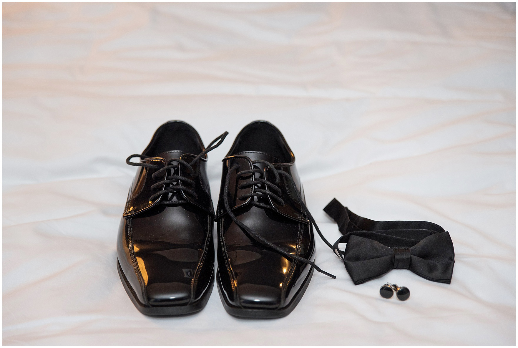 Detail of the groom's shoes and tie for a Newberry Library Chicago wedding.